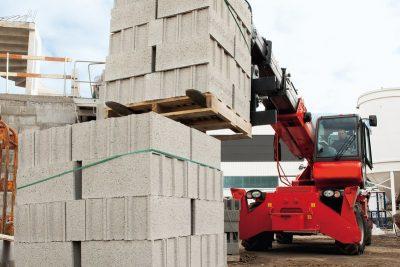 Rotating telescopic handler lifting building materials