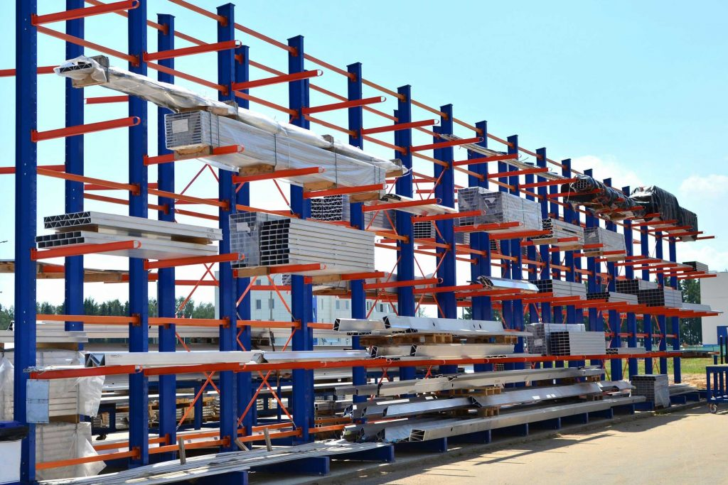Large warehouse storage system used for long, bulky loads