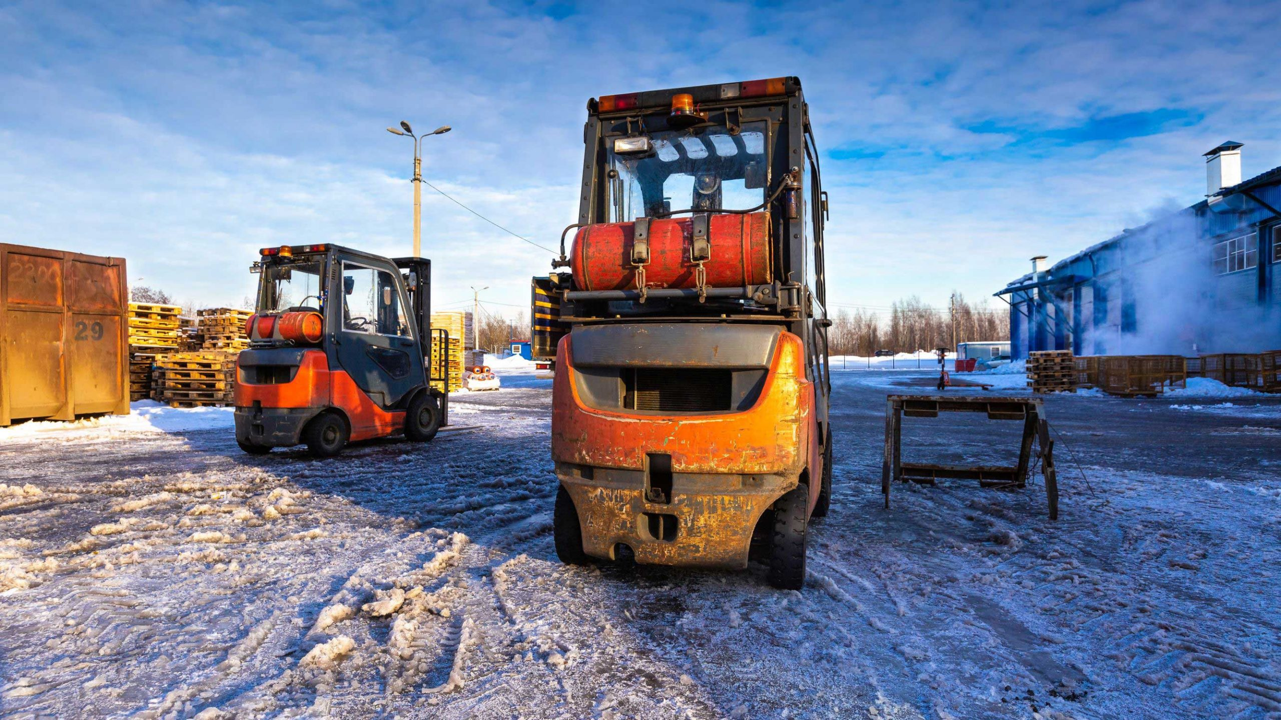 Forklift Safety Tips for Operating in Extreme Weather