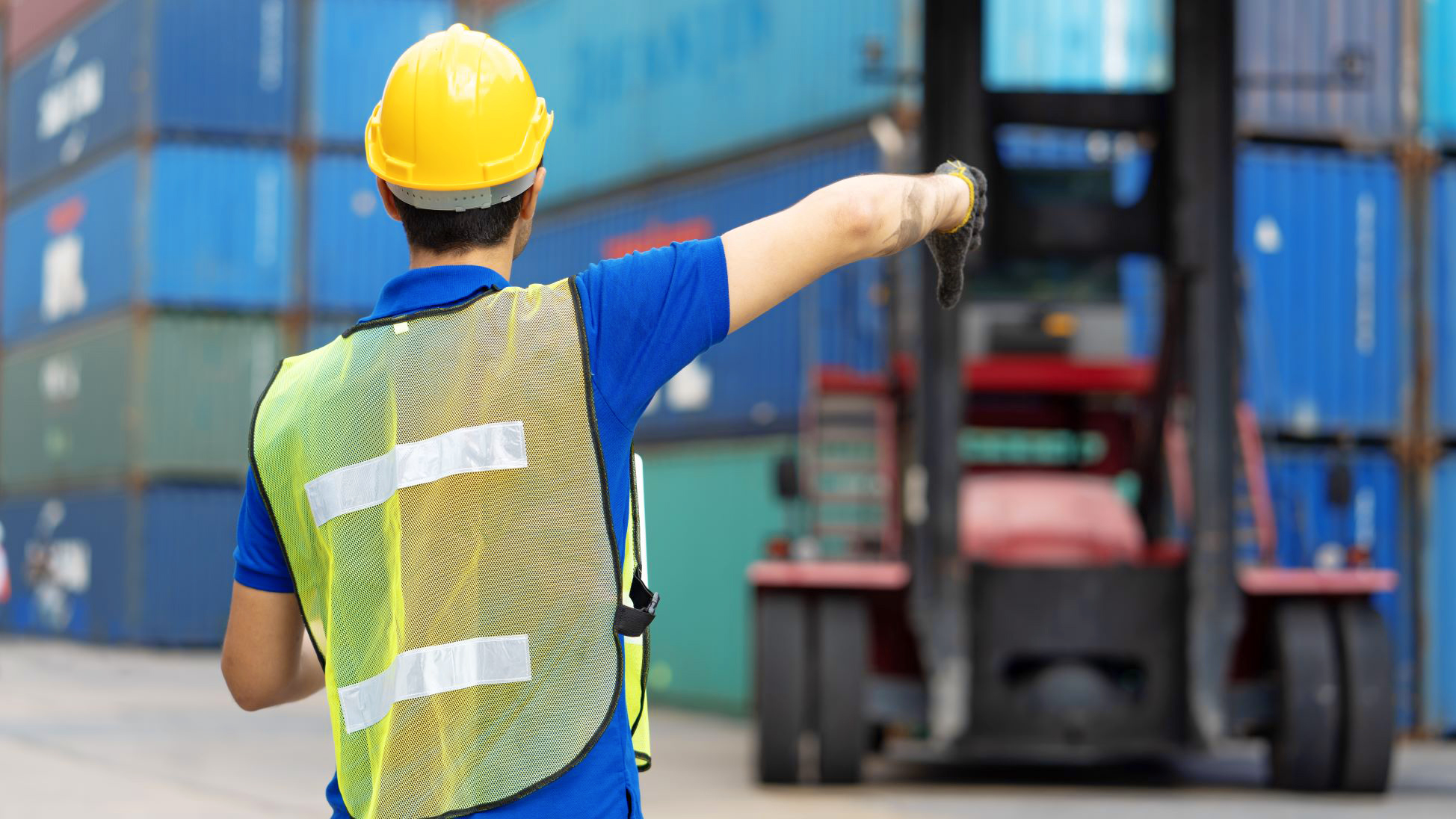 7 Forklift Hand Signals to Improve Workplace Safety