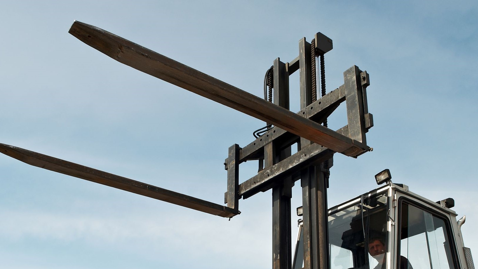 How to Prevent Damage to Forklift Forks